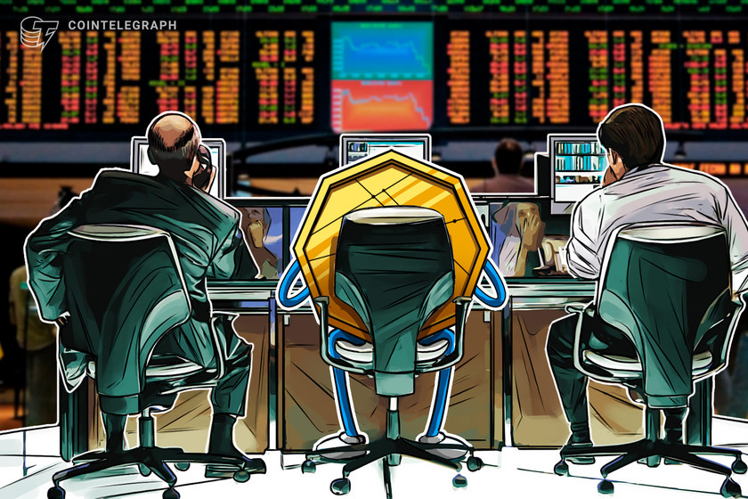 Pro traders buy the Bitcoin price dip while retail investors chase altcoins